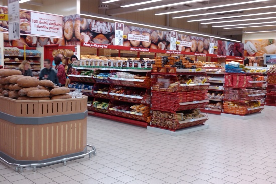 Giga - pekáreň, prechádzajúca do oddelenia syrov a mäsových výrobkov