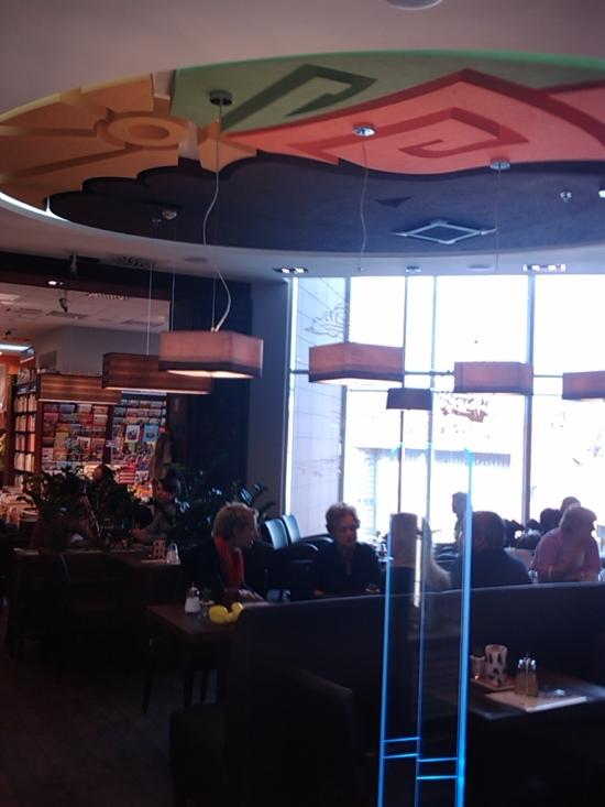 Novinka Café Dias: obrovské logo na strope