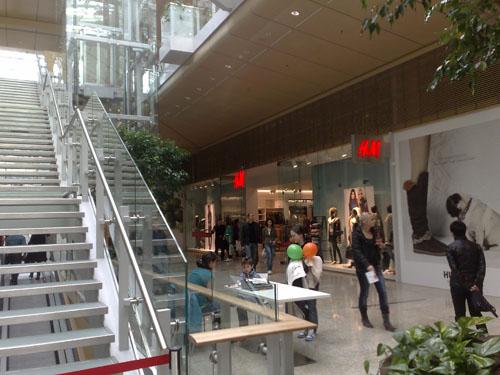 Nefunkčné schody a šťastie každého mallu: H&M