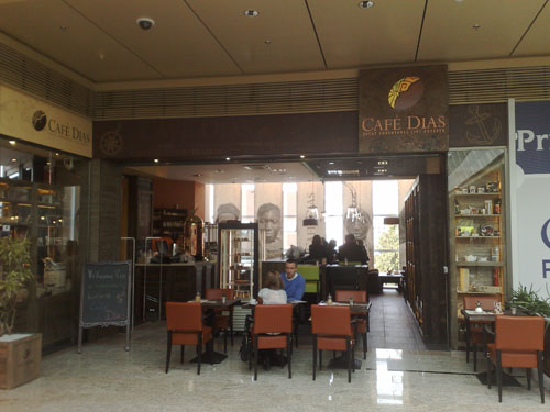 Toto je len časť posedenia v Café Dias