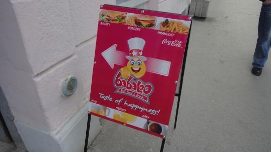 "Babaloo, taste of ""hapyness"" znamená jesť bagety, burgery a hranolky"