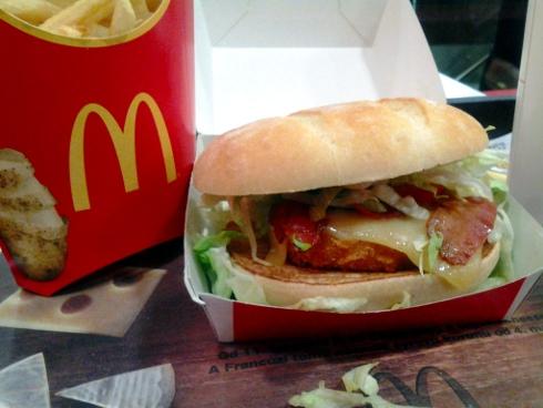Chick & Cheese a pomarančový džús v McDonald's