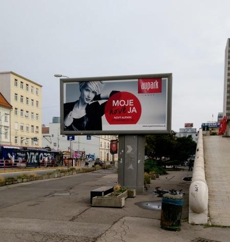 """Kampaň na """"nový"""" Aupark v uliciach Bratislavy."""