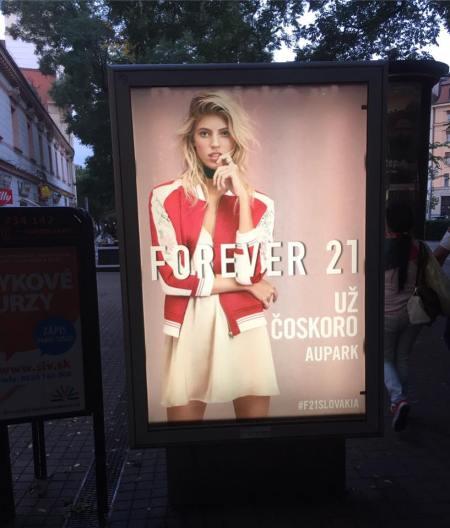 Kampaň k otvoreniu Forever 21 v Auparku v bratislavských uliciach.